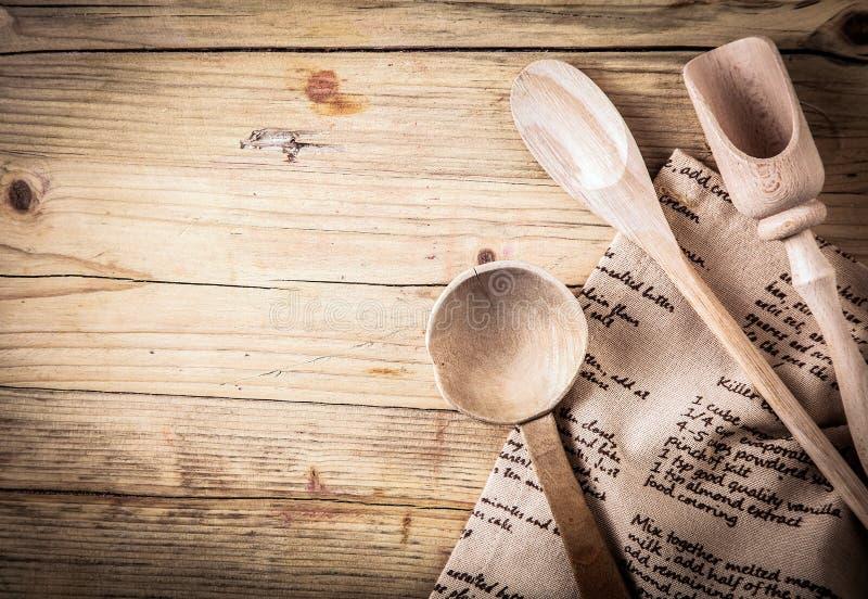 Batteries de cuisine rustiques avec une recette photo libre de droits