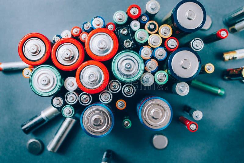 Batterij die milieubescherming ecologie recycleren stock foto's