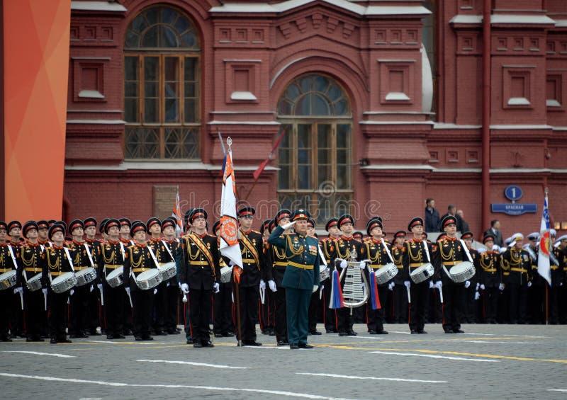 Batteurs de l'école musicale militaire de Moscou pendant la répétition générale du défilé sur la place rouge en l'honneur de Vict photos stock