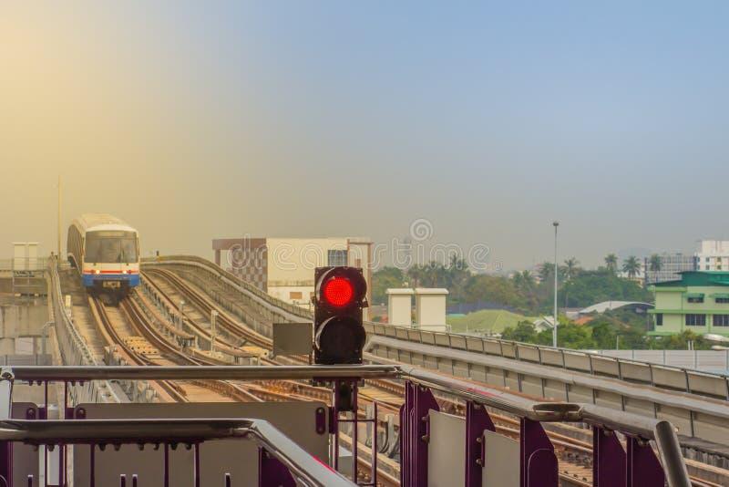 Batti la stazione di Wa BTS, una stazione dello skytrain di BTS, sulla linea di Silom in Phasi Charoen, Bangkok, Tailandia La sta immagini stock libere da diritti