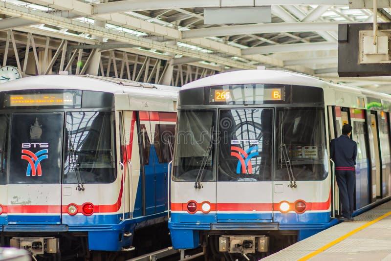 Batti la stazione di Wa BTS, una stazione dello skytrain di BTS, sulla linea di Silom in Phasi Charoen, Bangkok, Tailandia La sta immagine stock libera da diritti