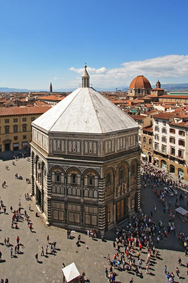 Battistero e la città di Firenze fotografia stock