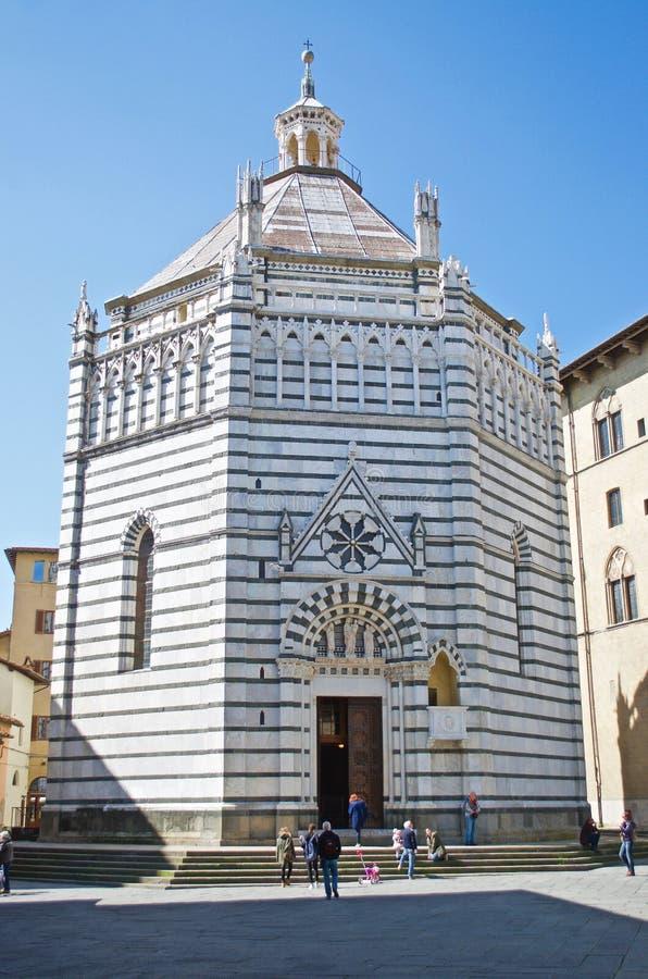 Battistero för baptistery för Pistoia piazzaduomo arkivfoton