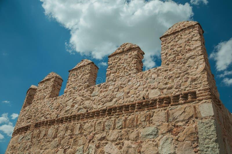 Battlement nad kamienną ścianą okrąża miasteczko przy Avila zdjęcie royalty free
