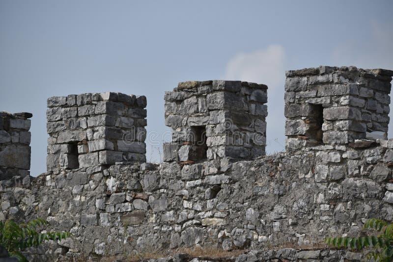Battlement szczegółu widok Gjirokaster ` s kasztel, Albania obrazy royalty free