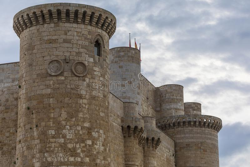 Battlements and wall of the castle of the Sarmierto in Fuentes de Valdepero stock photos