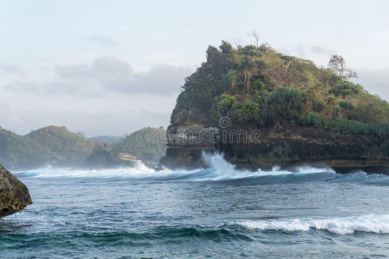 Batu Bengkung plaża Malang Indonezja zdjęcia royalty free