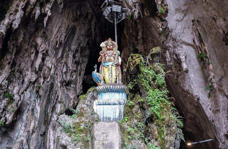 Batu cava com a estátua religiosa em Malásia foto de stock