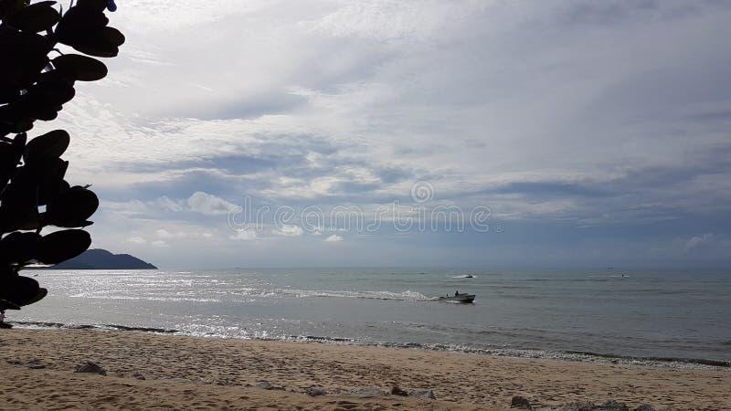 Batu Feringghi plaża w Penang wyspie zdjęcie royalty free