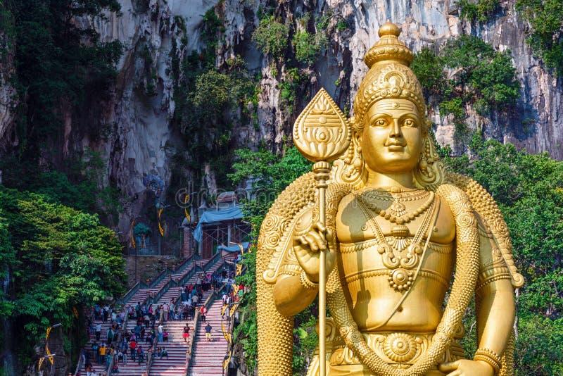 Batu grottor, Malaysia - allmän sikt av ingången, Murugan staty arkivfoton