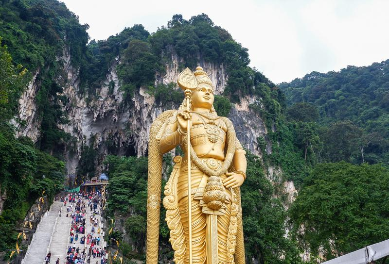 Batu grottor med den Murugan statyn i Malaysia royaltyfri fotografi