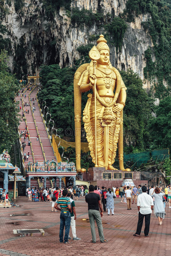 Batu grottor staty och ingång nära Kuala Lumpur, Malaysia royaltyfria bilder