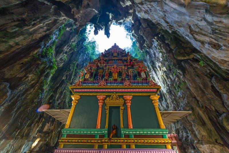 Batu holt Kuala Lumpur Malaysia, toneel binnenlands die kalksteenhol met binnen tempels en Hindoese heiligdommen, reisbestemming  royalty-vrije stock afbeeldingen
