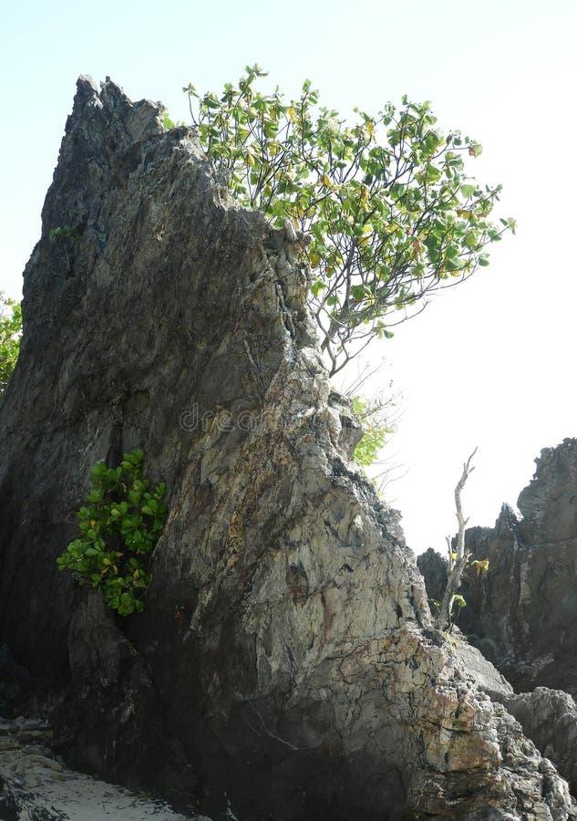 Batu Layar vaggar vid havet royaltyfri foto