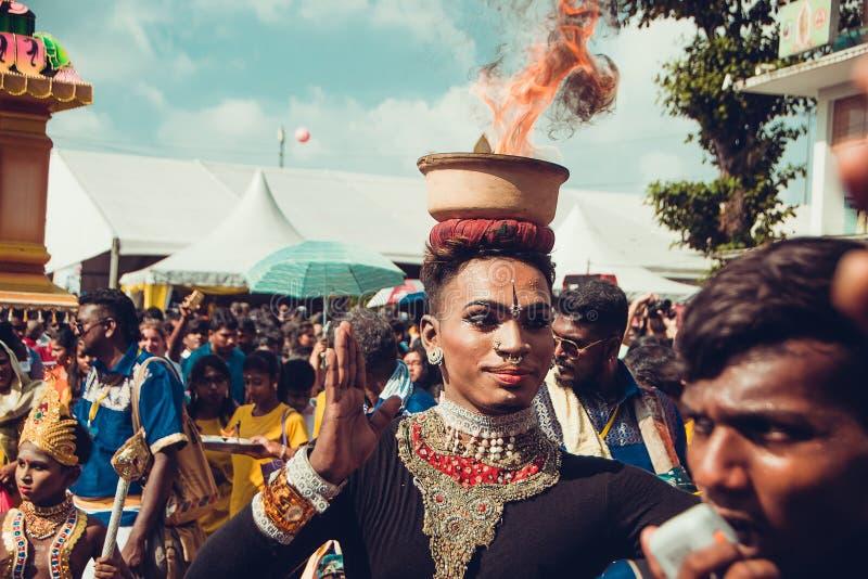 BATU ZAWALA SIĘ, SELANGOR, MALEZJA - STYCZEŃ 31, 2018 Hinduskie dewotki świętują Thaipusam festiwal z korowodem Indiański tancerz zdjęcia royalty free