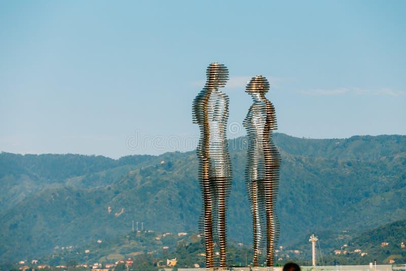 Batumi Adjara, Georgia Rörande metallskulptur som skapas av Georg arkivfoto