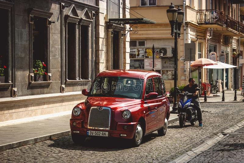 Batumi Adjara, Georgia - September 21 2017 Taxi på det smalt arkivbild
