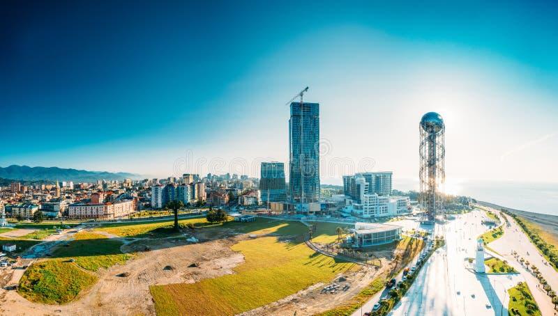Batumi, Adjara, la Géorgie Vue aérienne du paysage urbain urbain de Batumi au coucher du soleil photographie stock libre de droits