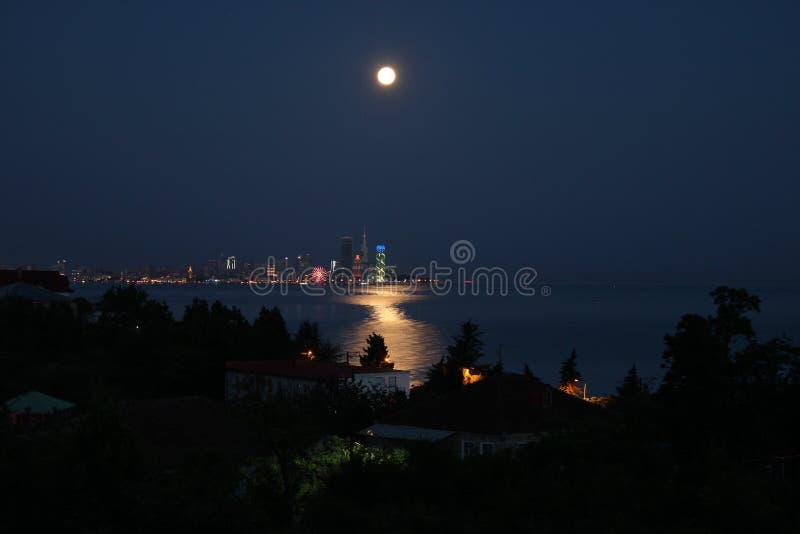 Batumi en la noche fotografía de archivo