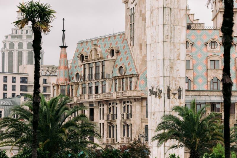BATUMI GRUZJA, Wrzesień, - 10, 2018: Elegancki nowożytny budynek na europejczyka kwadracie w Batumi obrazy stock