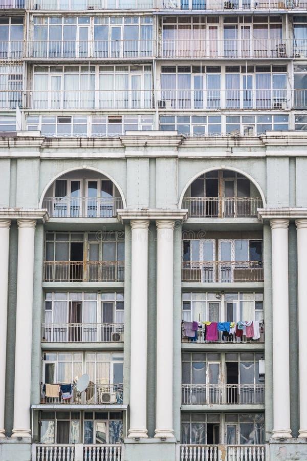 Batumi, la Géorgie - 7 mai 2017 Magnolia complexe architectonique avec des appartements et des restaurants images libres de droits