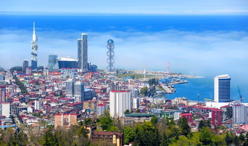 Batumi miasto, Gruzja, widok linia horyzontu w ranek mgiełce zdjęcia stock