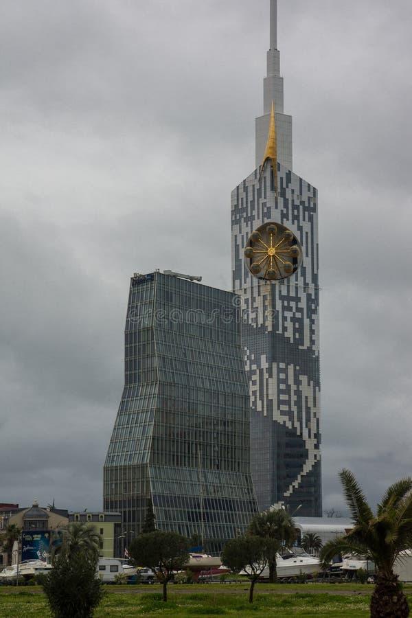 Batumi skyskrapor p? natten arkivbild