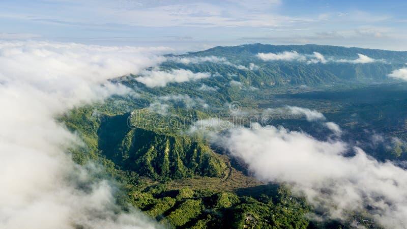 Batur-Berg am nebelhaften Morgen lizenzfreies stockfoto