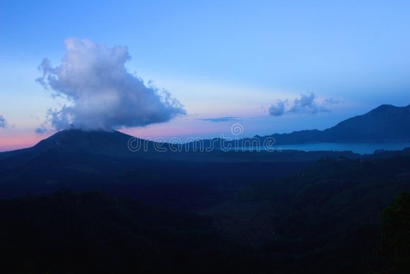 Batur mountaint och sjö arkivfoton