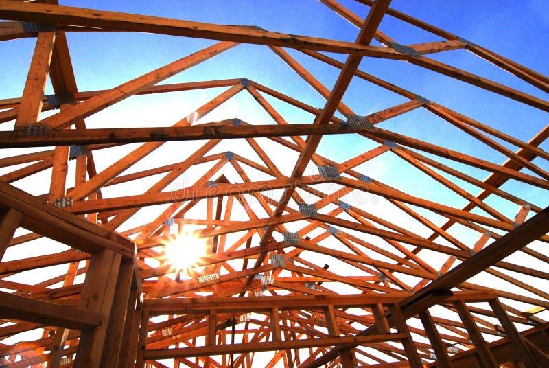 Bau der neuen Hauptwohnsitz-Wohngebäude-Konstrukt-Gestalt stockbilder