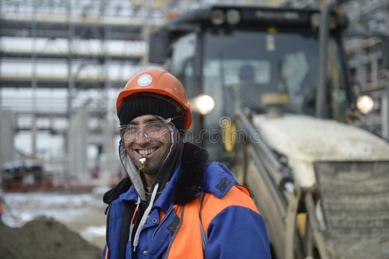 Bau der petrochemischen Industrie in Russland Anlagen-` ZapSibNeftehim-` Sibur Türkische Arbeitskraft Tobolsk lizenzfreie stockfotos
