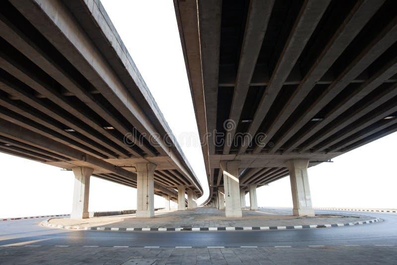 Bau des Betonbrücke lokalisierten weißen Hintergrundgebrauches FO stockfotos