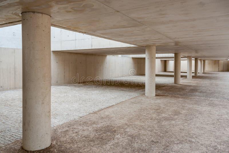 Bau des Betons und des Zementes mit Fluchtpunkt und Beschaffenheiten ohne Leute lizenzfreies stockbild