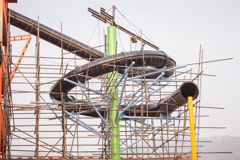 Bau des Wasserparks mit Strukturstahlbaugerüst lizenzfreie stockbilder