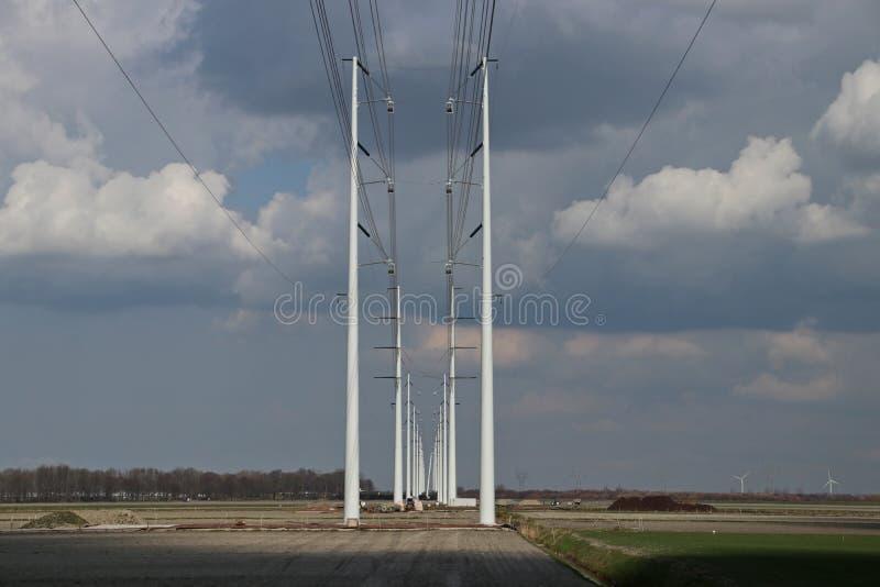 Bau einer Stromleitung Verbindung 380KV zwischen Wateringen stockbilder