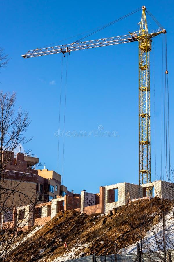 Bau eines Appartement-Hochhauses stockfotos