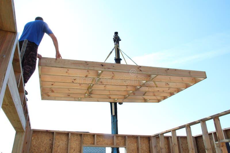 Bau eines Feldgebäudes oder des Hauses lizenzfreies stockfoto