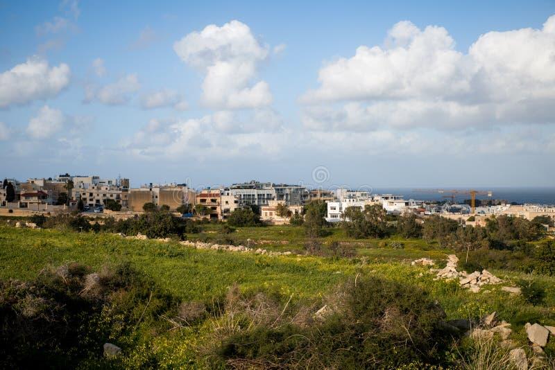 Bau in Malta, das die letzten Flecken von Landschaftslinks bedroht lizenzfreies stockbild