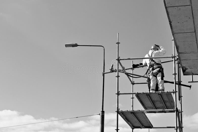 Bauarbeiter auf einem Gestell Rebecca 6 lizenzfreies stockfoto