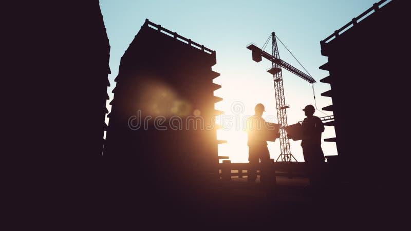 Bauarbeiter, der Lichtpausen betrachtet lizenzfreie abbildung