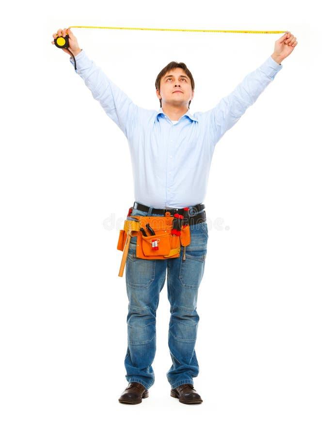 Bauarbeiter, der mit Tabellierprogramm misst stockbilder