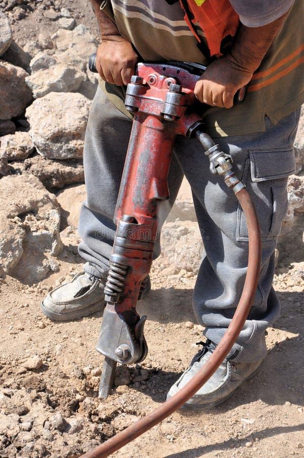 Bauarbeiter mit einem Jackhammer lizenzfreie stockfotografie