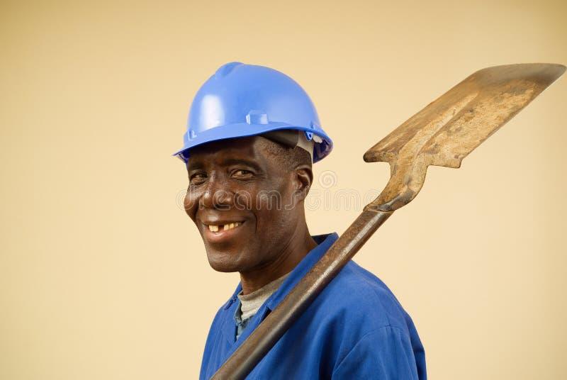 Bauarbeiter mit Schaufel und hartem Hut lizenzfreies stockbild