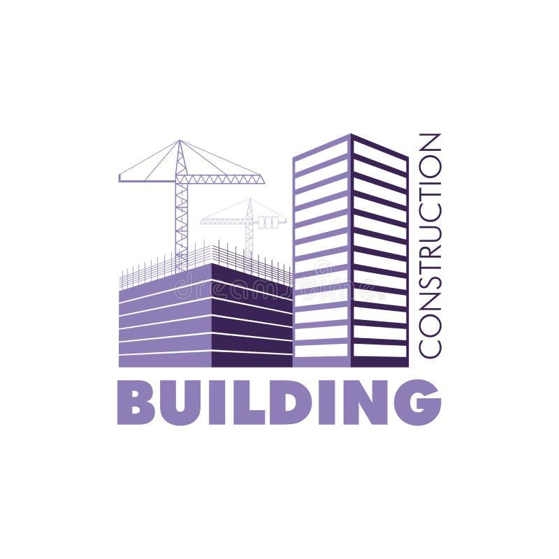 Bauarbeitsindustriekonzept Hochbaulogo im Veilchen Schattenbild von Gebäuden und von Baukränen stock abbildung