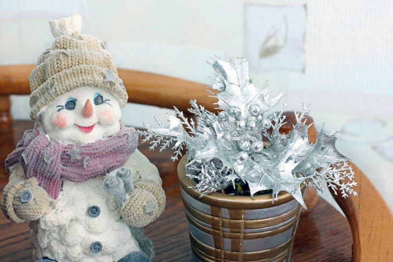 bauble błękitny bożych narodzeń składu szkło Zima nastrój dekoracje świąteczne ekologicznego drewna Bałwan fotografia royalty free