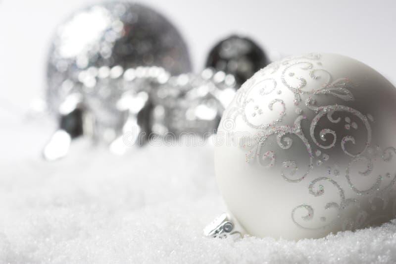 Bauble de prata do Natal fotografia de stock royalty free