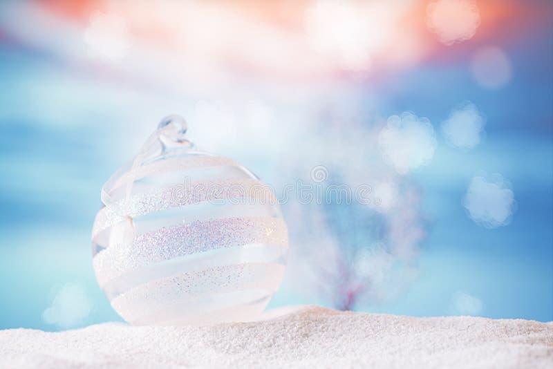 Bauble de vidro de natal brilhante imagens de stock