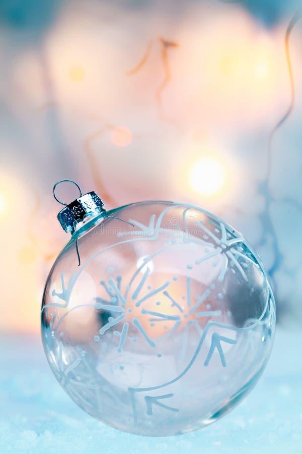 Bauble translúcido delicado do Natal foto de stock