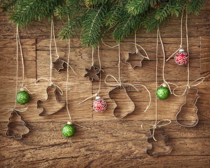 Baubles do cortador e do Natal do bolinho foto de stock royalty free
