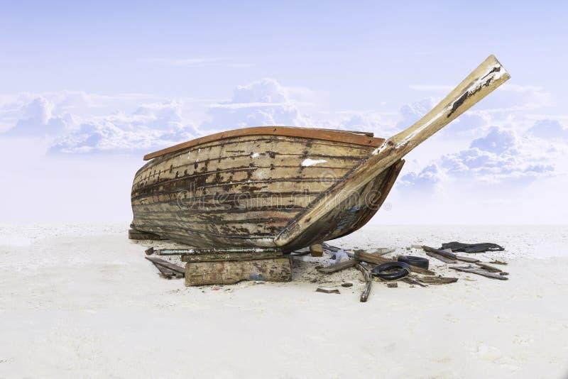 Bauen Sie hölzernes Fischerboot auf Sand mit blauem Himmel zusammen stockfotos